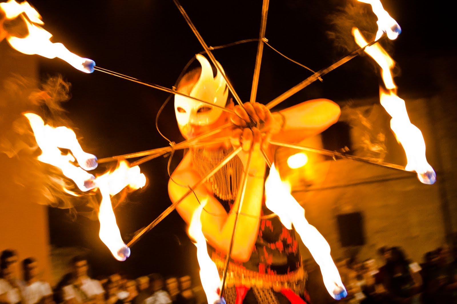 fuoco-e-maschera