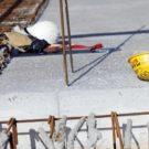 Incidente sul lavoro, muore un operaio precipitando in una botola