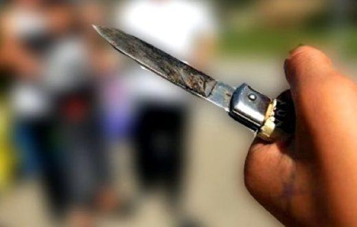 Diciottenne rapinato e ferito con un coltello