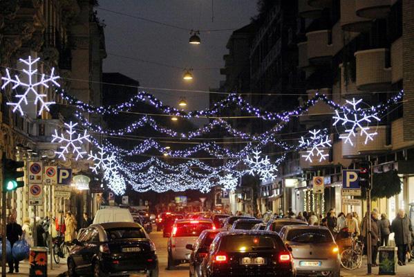Oggi si accenderanno le luminarie di Napoli