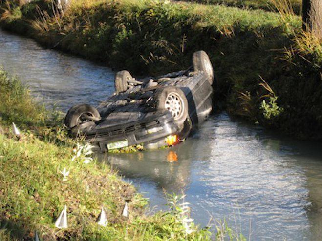 Telecamere riprendono un incidente d'auto vicino al Sarno