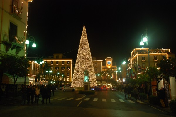Napoli affascina i turisti, ma la sporcizia non passa inosservata