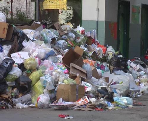 Castellammare in emergenza rifiuti