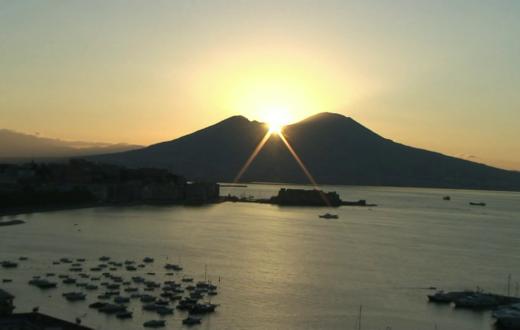 Alba su Napoli