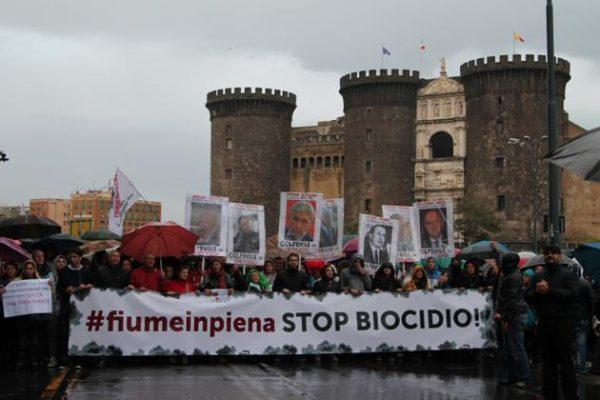 """Biocidio: a Napoli la """"Guerra è aperta"""""""