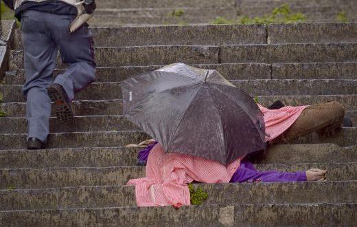 Ingegnere militare ucraino muore sulle scale di calata San Francesco
