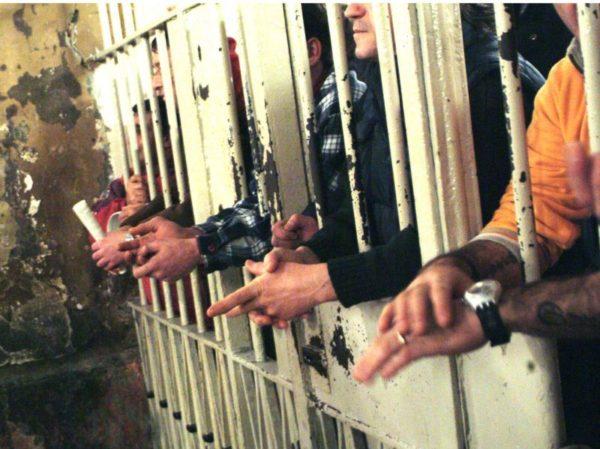 Focolaio nel carcere di Carinola, 17 agenti positivi: tamponi ai detenuti