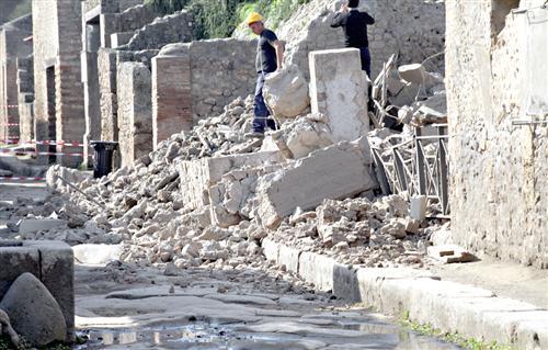 Crollo a Pompei