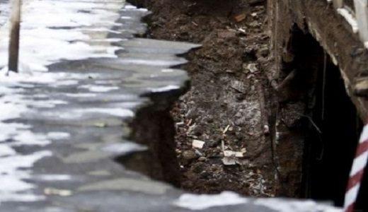 Napoli - Pericolo scampato per crollo improvviso di una strada