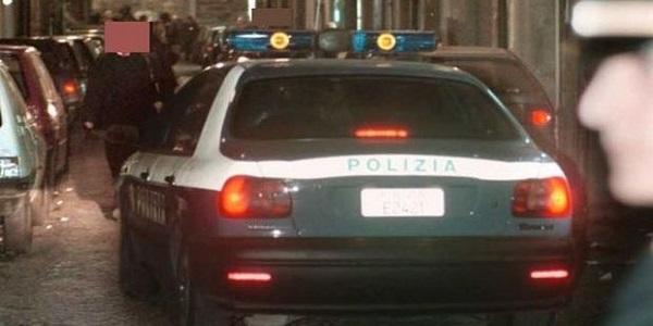 Auto parcheggiate abusivamente nel Rione Napoli