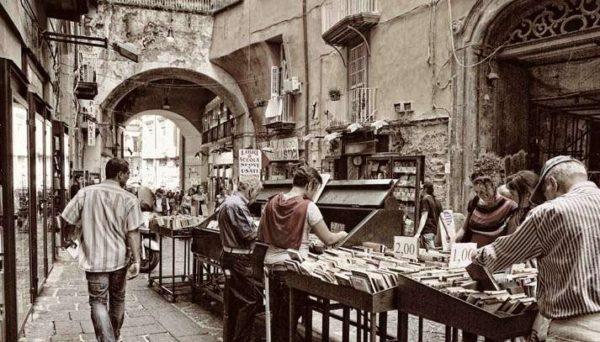 Bancarelle di Libri e Dischi