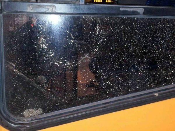 Bus Anm presi a sassate, gli autisti annunciano una probabile sospensione del transito nelle zone a rischio