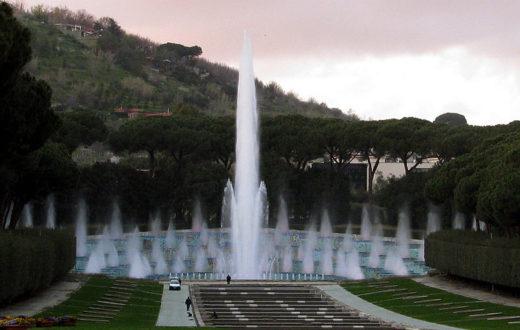 Mostra d'Oltremare, fontana dell'Esedra