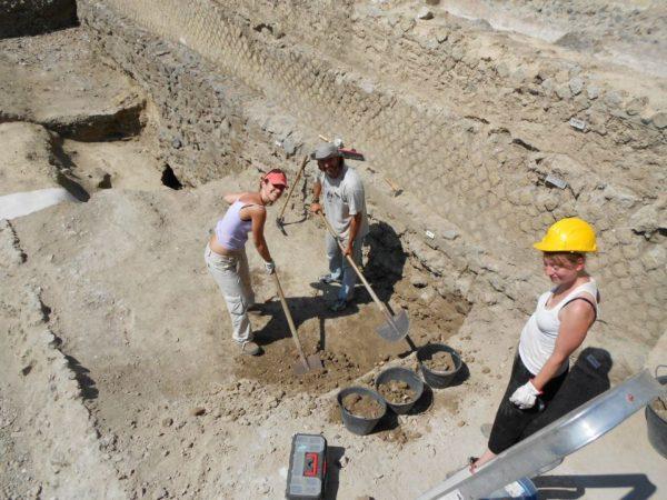Pompei, i ricercatori del Suor Orsola negli scavi della Casa di Marco Fabio Rufo