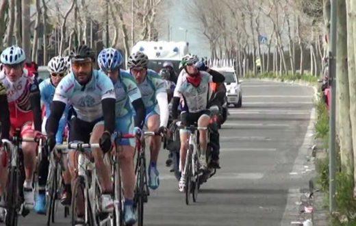 """I """"free spirits on tour"""" di Torre del Greco montano sulle loro biciclette per opporsi a traffico ed inquinamento"""