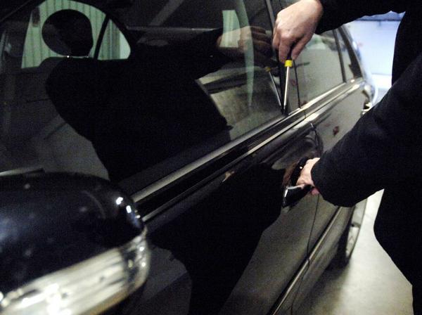 Tentato furto d'auto a Pompei, un uomo finisce in manette
