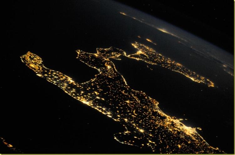 sud-italia-satellite-notte