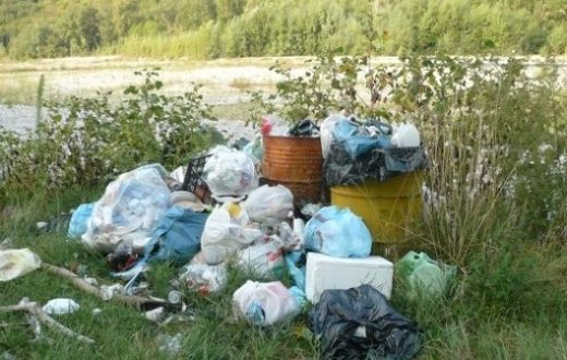 Sversamento rifiuti illegale a Castellammare, 30 trasgressori fermati