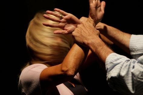 Violenza in famiglia, 38enne di Ercolano picchia la moglie