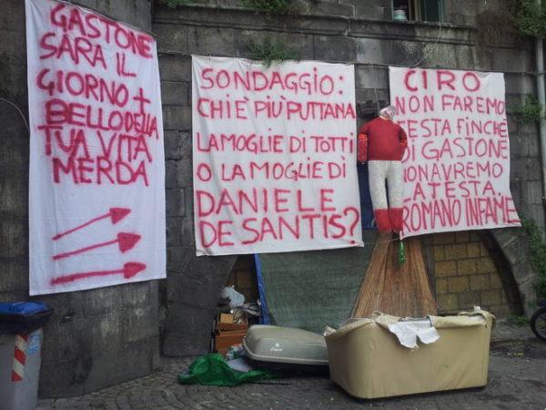 striscione De Santis