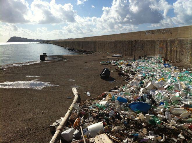 Acquamorta-plastica-arriva-dal-mare