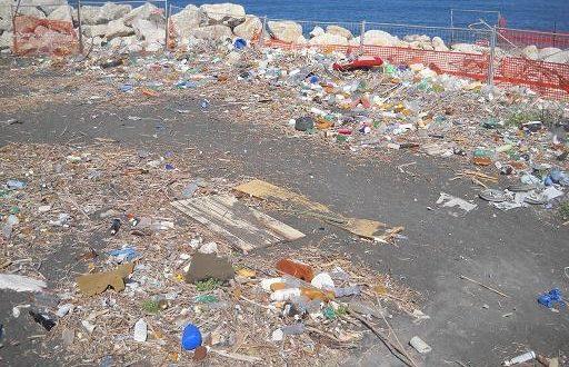 Lettera al sindaco di Castellammare contro il degrado della spiaggia di via De Gasperi