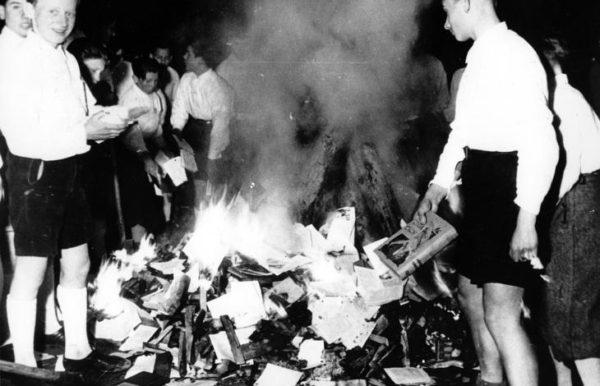 No alla cultura: rogo di libri della Germania nazista