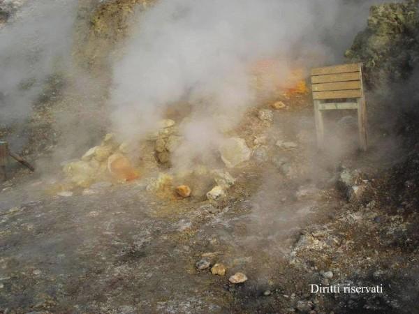 ULTIMA ORA - Solfatara in fiamme, le immagini