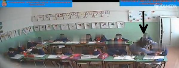 Maestra di Salerno maltratta gli alunni