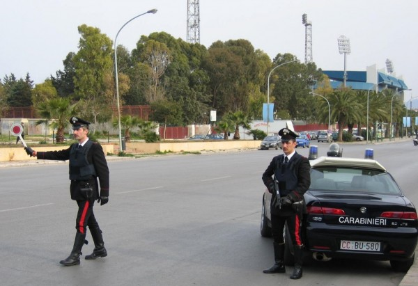 """Non si ferma all' """"alt"""" dei carabinieri, arrestato 26enne affiliato a clan camorristico"""