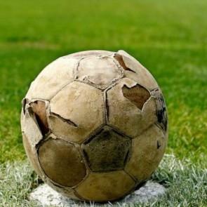 Pallone rotto, metafora del calcio attuale