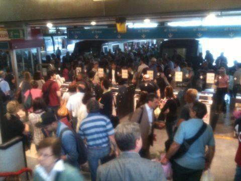 Maltempo, folla in Circumvesuviana