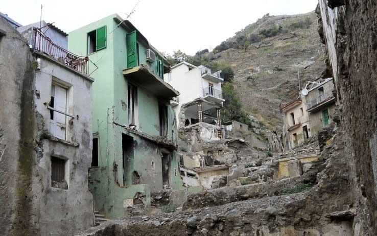 Torre del greco interventi antisismici sugli edifici - Interventi antisismici vecchi edifici ...