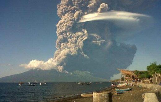 Vulcano Sangeang Api