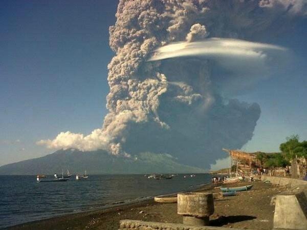 Vesuvio? No, è il ulcano Sangeang Api