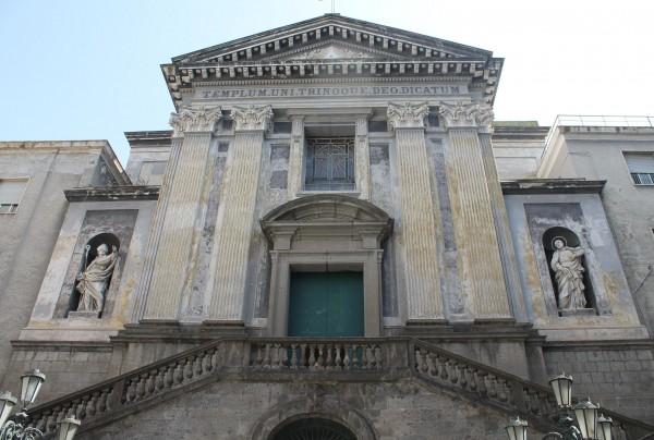 chiesa Pellegrini, basso facciata