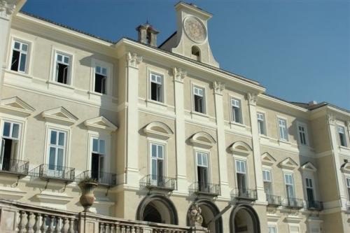 facciata-reggia-di-portici-restaurata