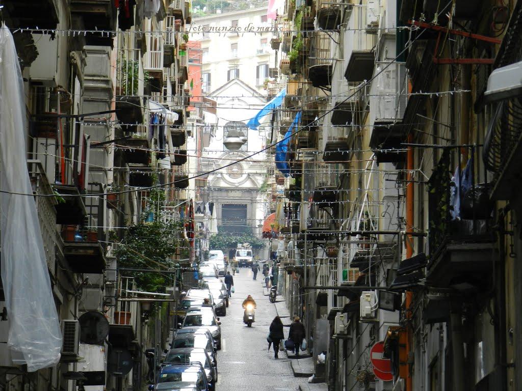 Risultati immagini per quartieri spagnoli