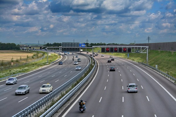 La corsia d'emergenza occupata: furbizia o maleducazione?
