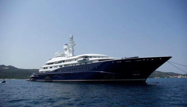 Boom di vip e di turisti nel golfo avvistato lo yacht pi for Classifica yacht piu grandi del mondo