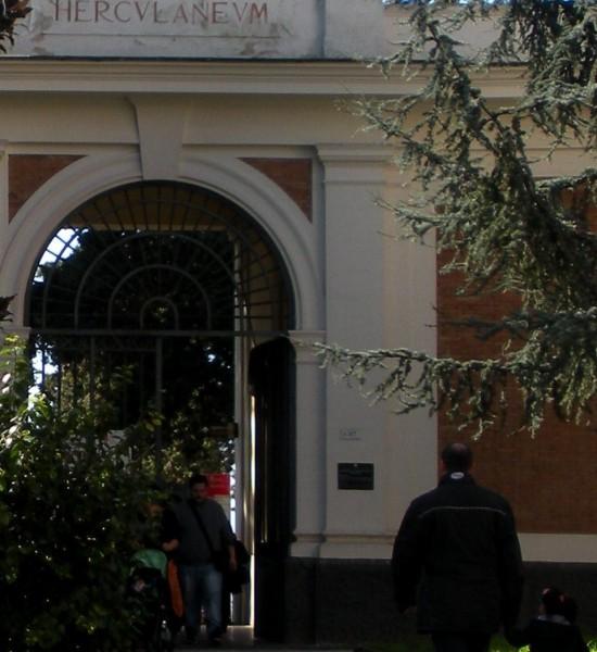 Ercolano_ingresso_degli_Scavi_orizzontale