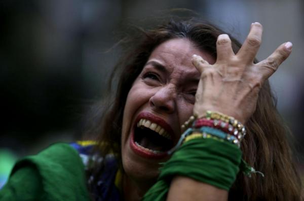 Il Brasile piange per una partita, non per la povertà