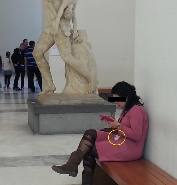 Museo Aucheologico di Napoli, custode al telefono 2