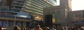 Video. L'arrivo della nave più grande del mondo a Napoli