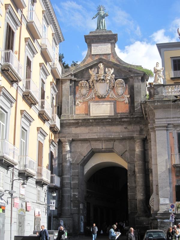 Napoli, Port'Alba