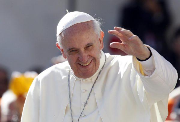Papa Francesco, annuncio a sorpresa: visiterà la Terra dei Fuochi