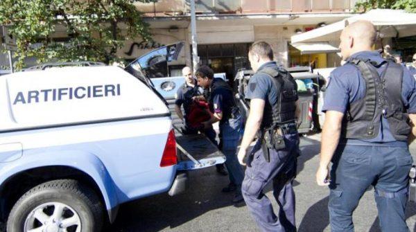 Allarme bomba a Villa Bruno: era atteso don Patriciello, prete anticamorra