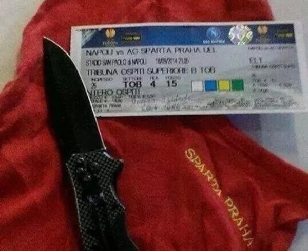biglietto Napoli Sparta Praga coltallo e passamontagna