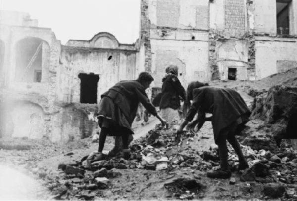 Napoli bombardata