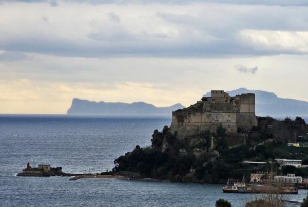 castello-di-baia